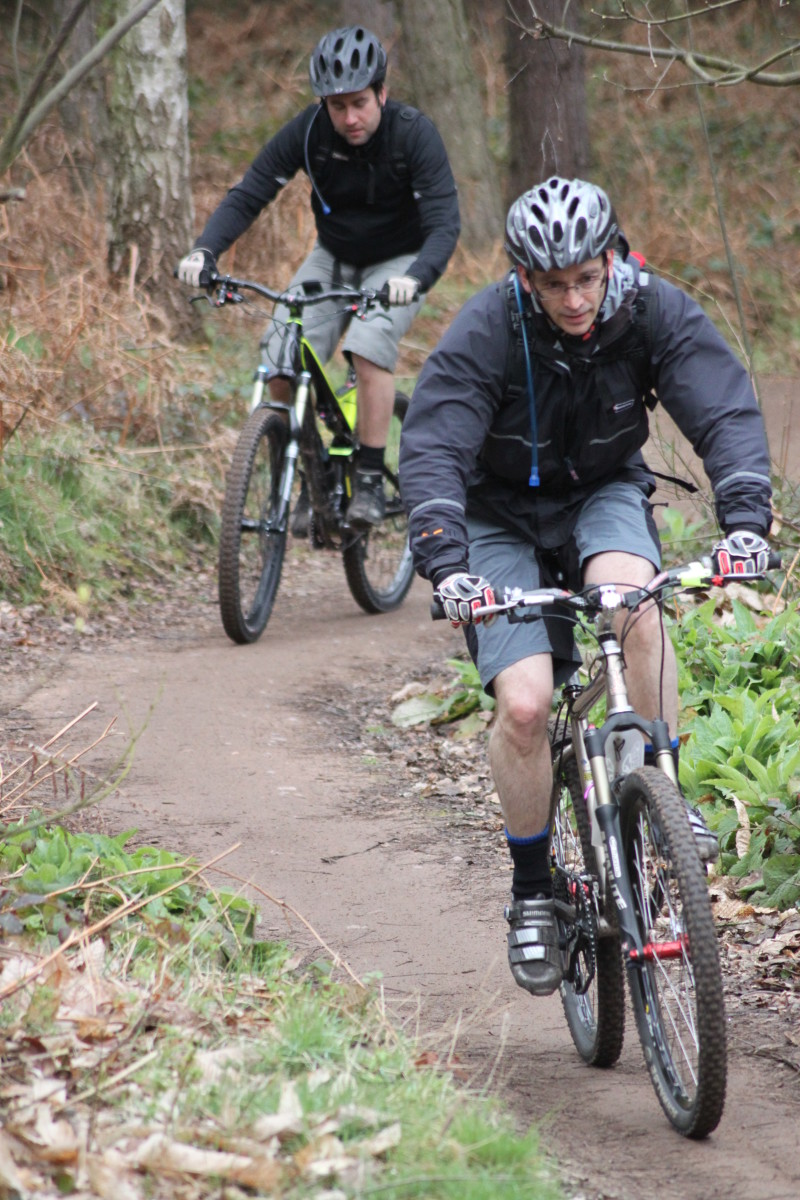 Poor posture and technique can lead to cycling related knee problems such as Patellofemoral Pain Syndrome