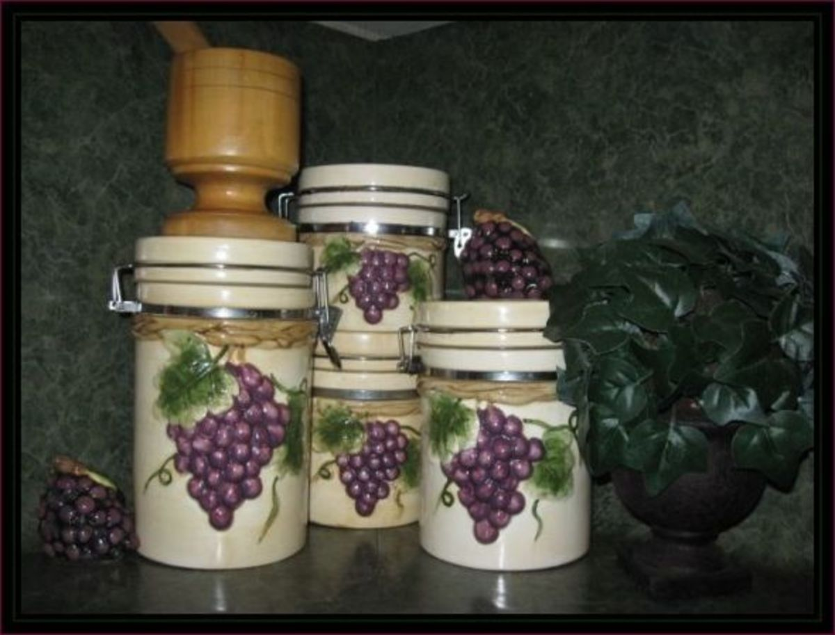 Http Rhondalytle Hubpages Com Hub 50 Ways To Create A Grape Theme Kitchen Gorgeous Products For Grape Decor Kitchens