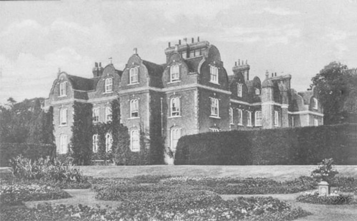 Surrenden Manor - home of Sir Edward Dering