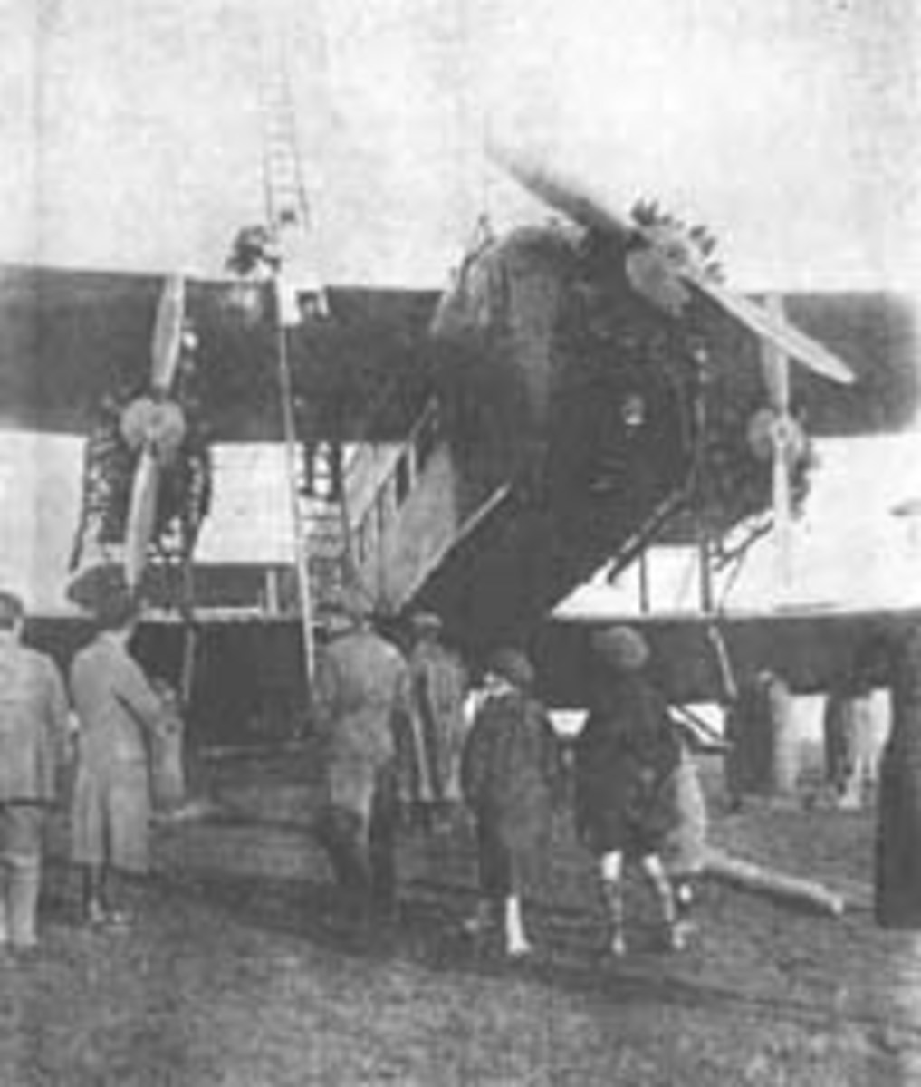 Armstrong-Whitworth Argosy airliner at Pluckley in 1926 after a forced landing.