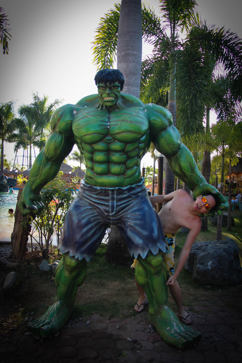 Hub author, Renz Cheng (a.k.a. yougotme) with the Incredible Hulk in Coolwaves!