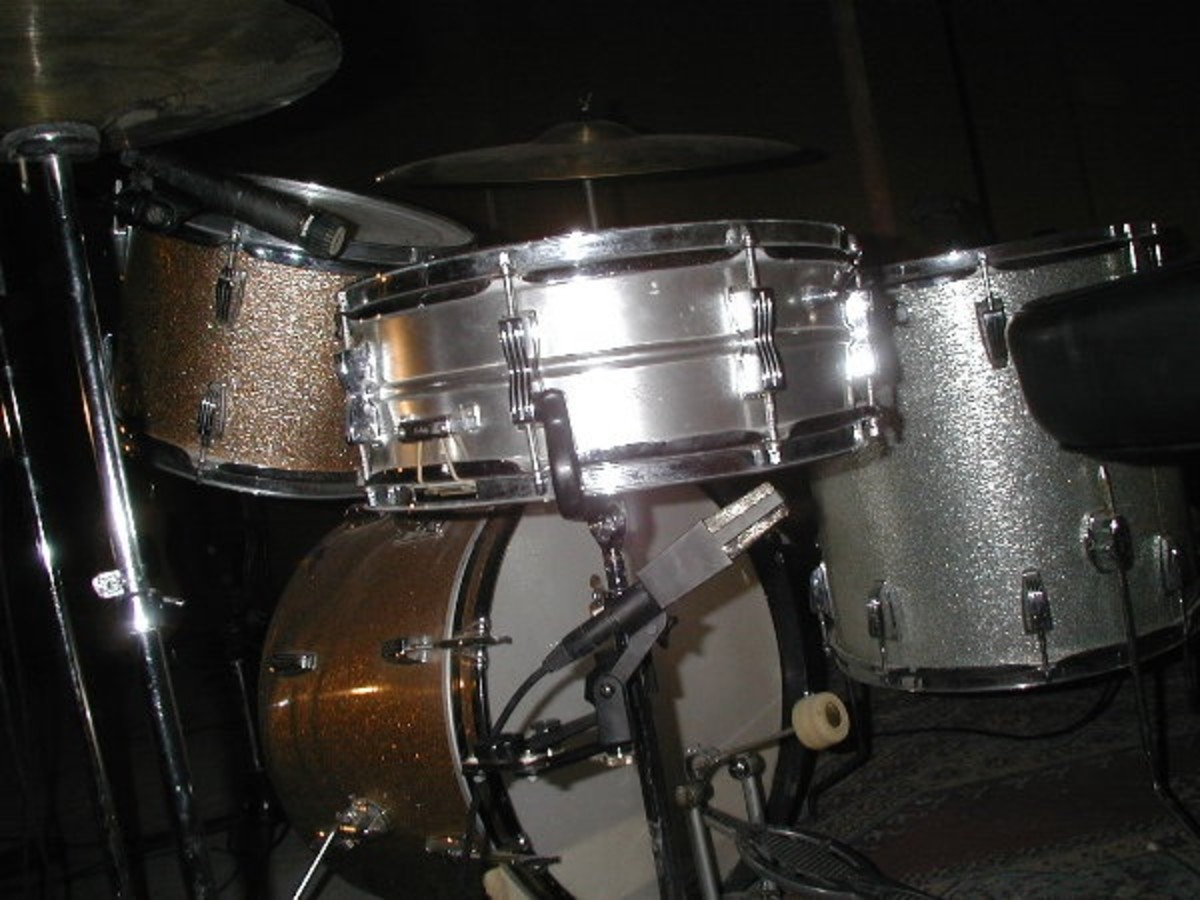 An AKG 414 on the underside of a snare drum.