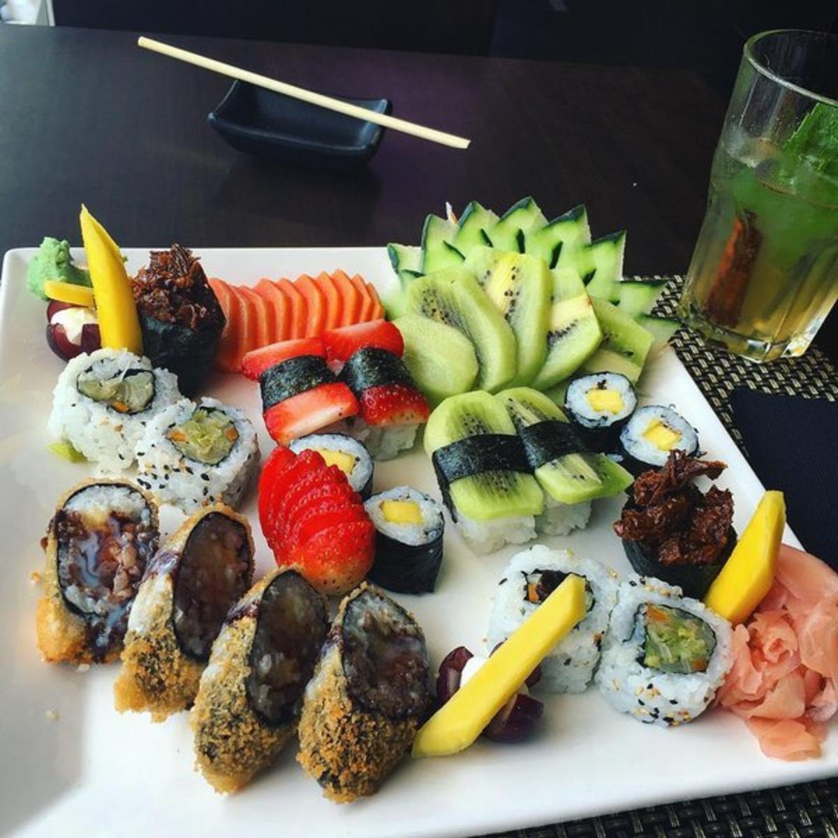 Vegan sushi from Mihaela Popescu Twitter page.