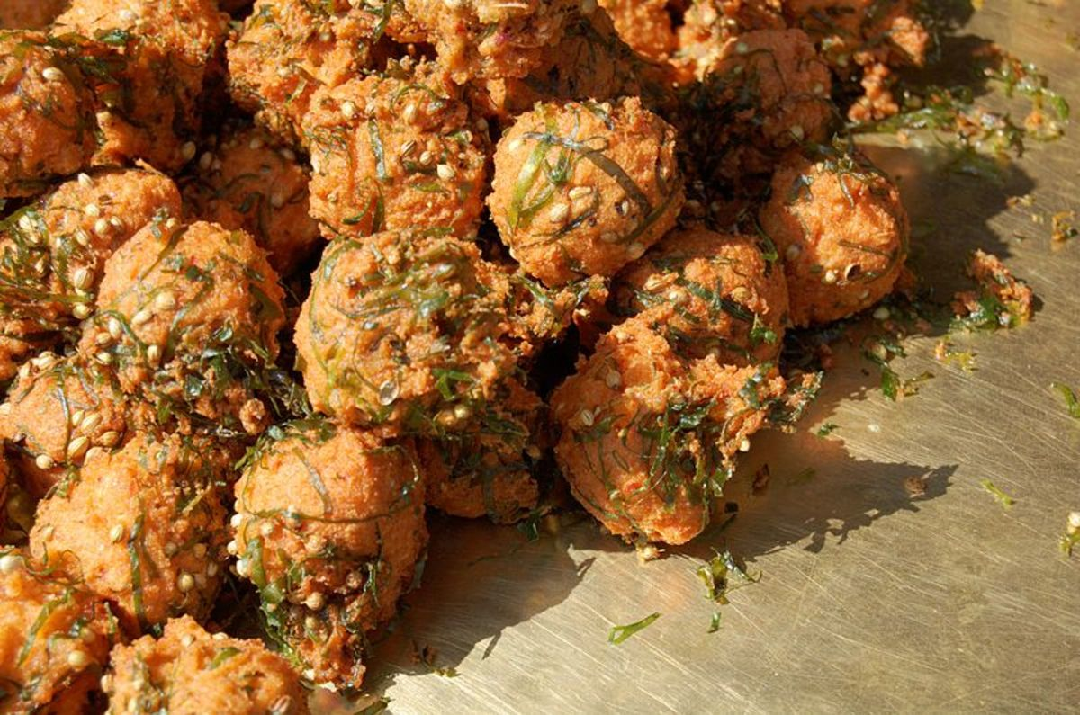 Pakoras made of gram flour are commonly eaten with tea in the evenings
