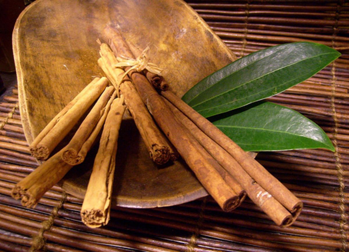 Cinnamon Powder helps you in reducing blackheads