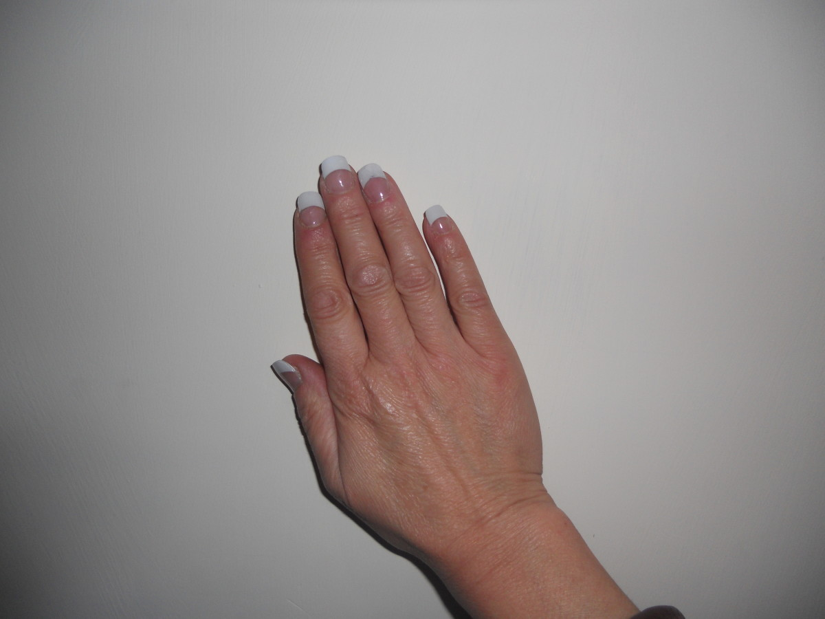 Learn how to applying a full set of Acrylic nails correctly so as not to harm the natural nail.