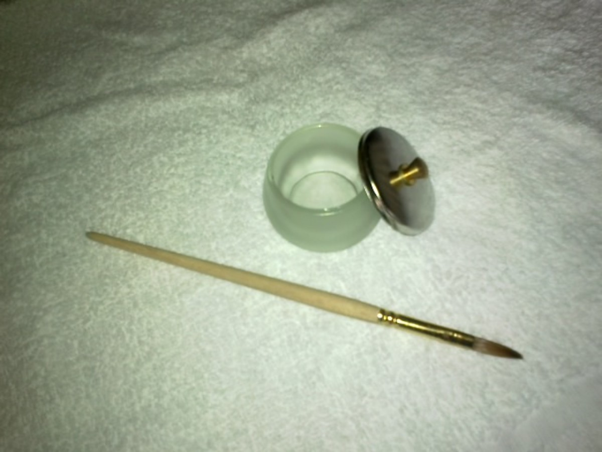 Bowl and lid for your NSI nail liquid and NSI Acrylic nail brush.