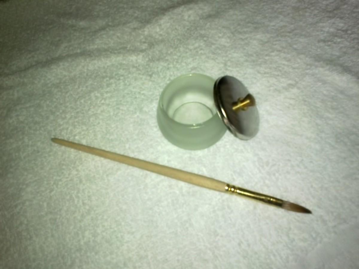 Bowl and lid for your NSI nail liquid and NSI Acrylic nail brush.