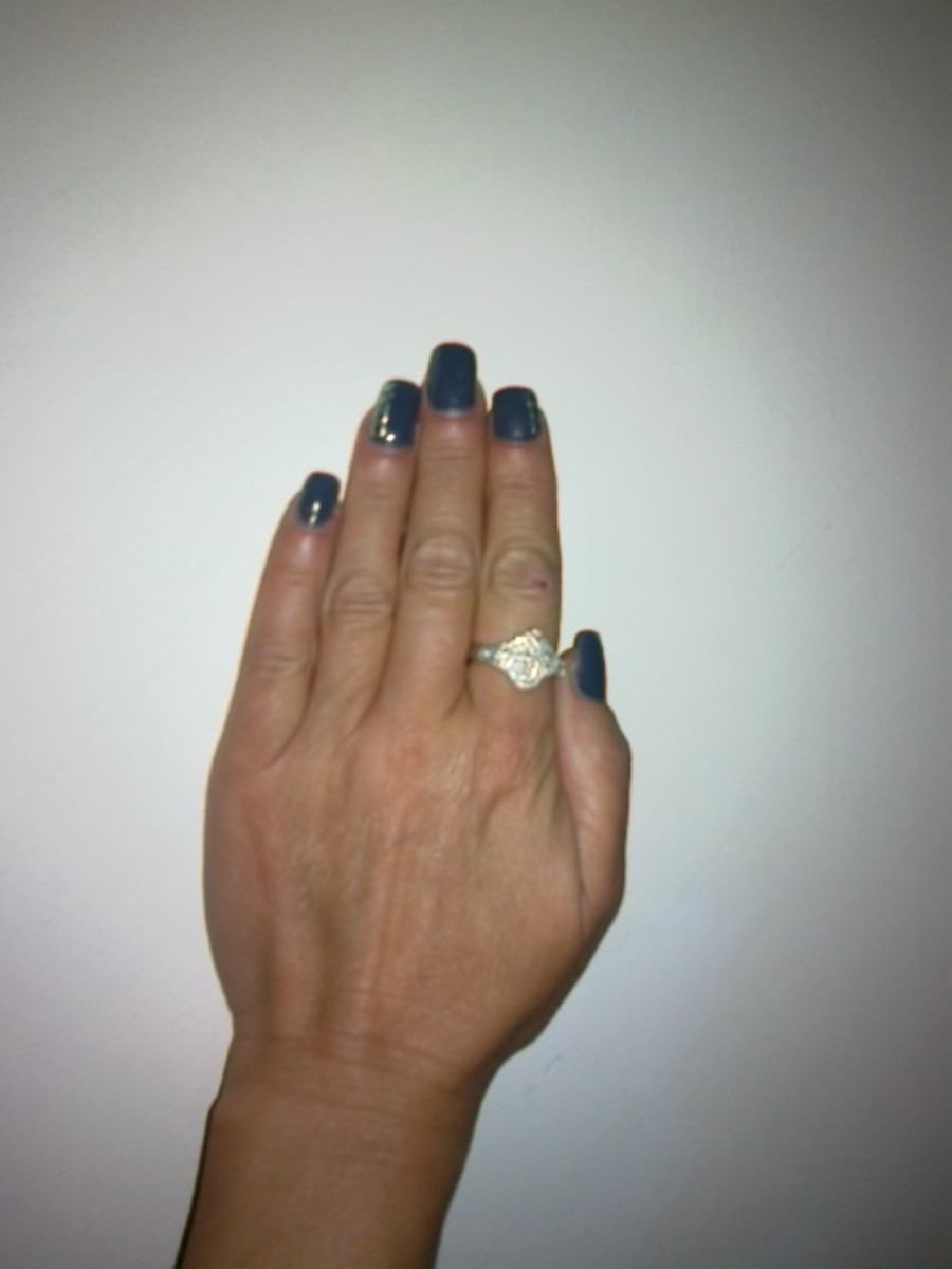 Step by Step instructions on how to apply a full set of acrylic nails. Apply Full Colour or French Tip. Learn how to become a Nail Technician.