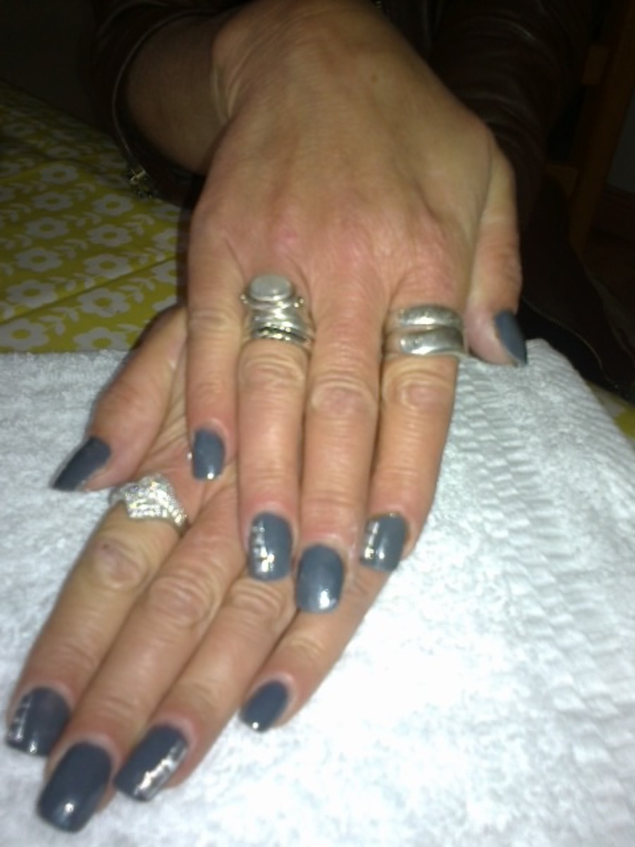 Step by step procedure for applying a full set of Acrylic nails.