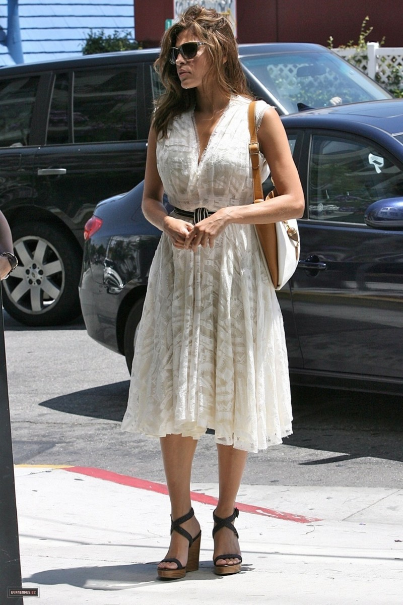 Eva Mendes out shopping