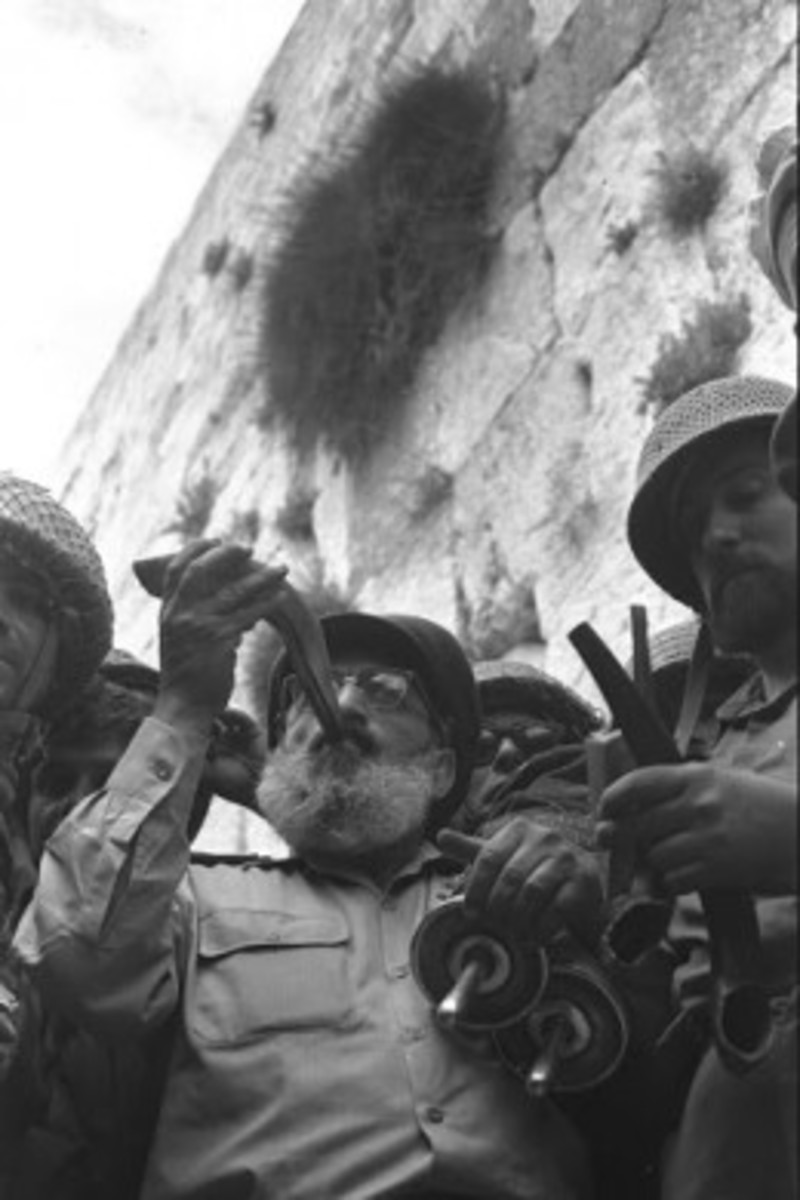 IDF Chief Rabbi Shlomo Goren blowing shofar at the Western Wall upon the reunification of Jerusalem on June 7, 1967.