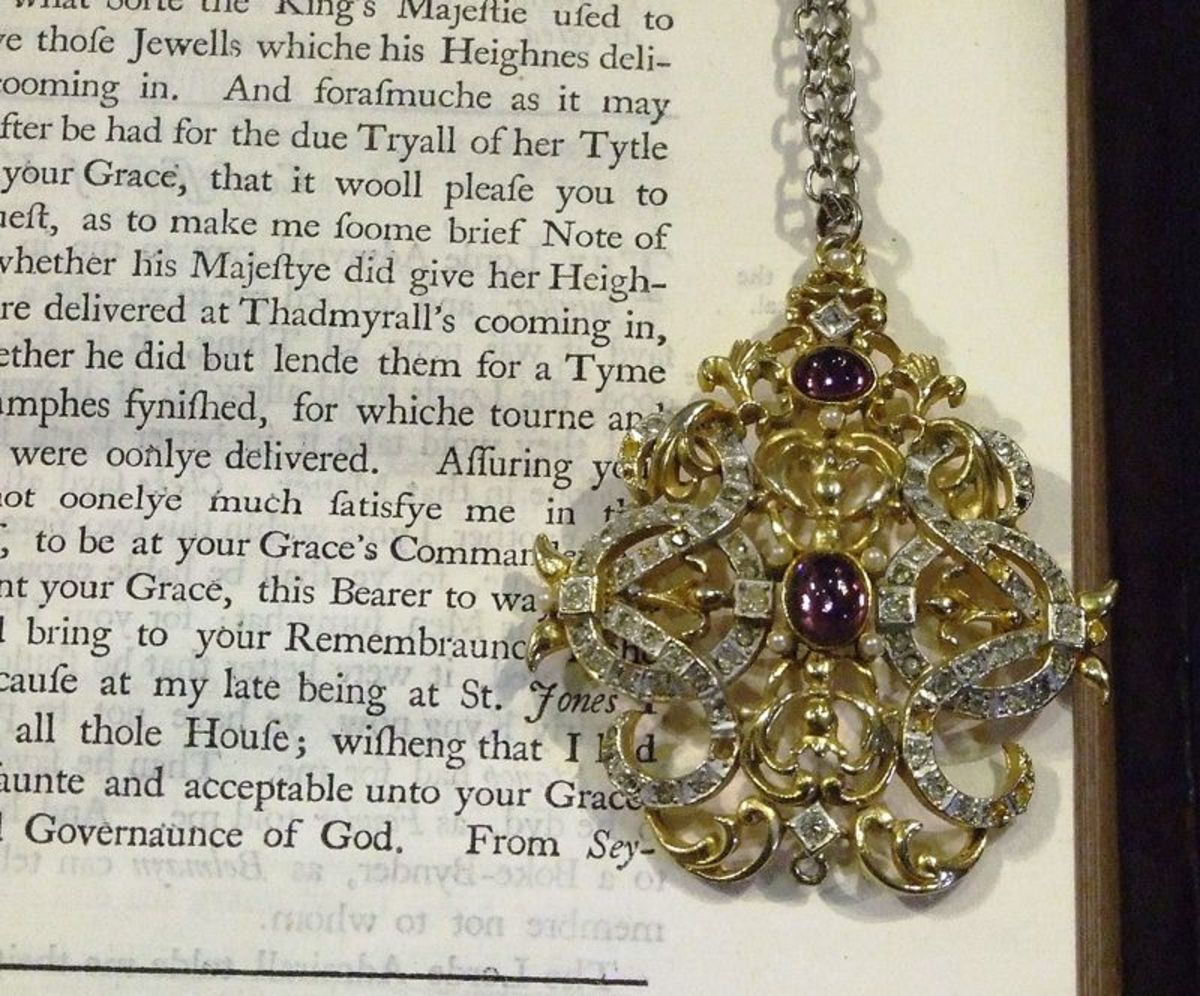 Jeweled pendant