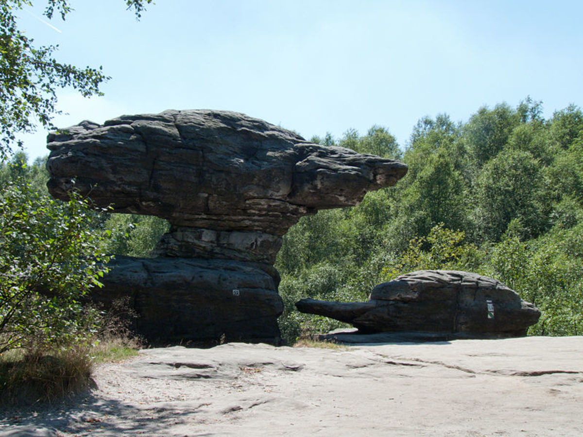mushroom-shaped-rocks