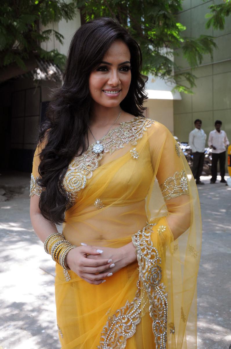 latest-saree-blouse-designs