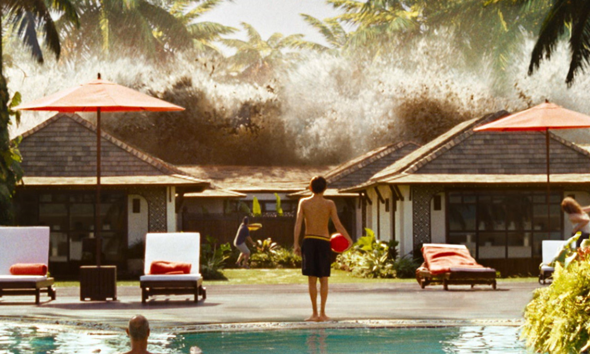 Lucas (Tom Holland) watches as the tsunami hits.