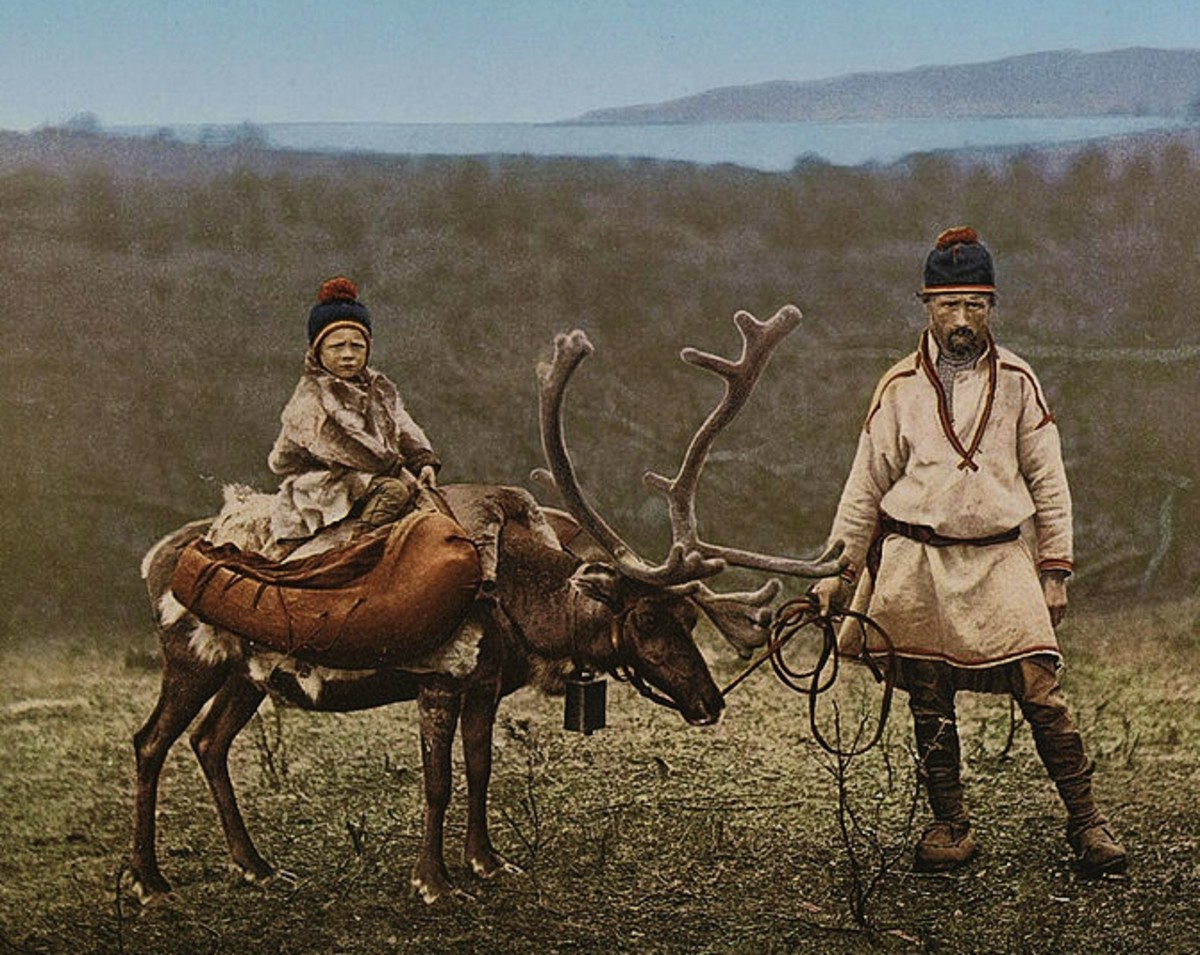 A Sami man and child in Finnmark, Norway, circa 1900. (public domain image)