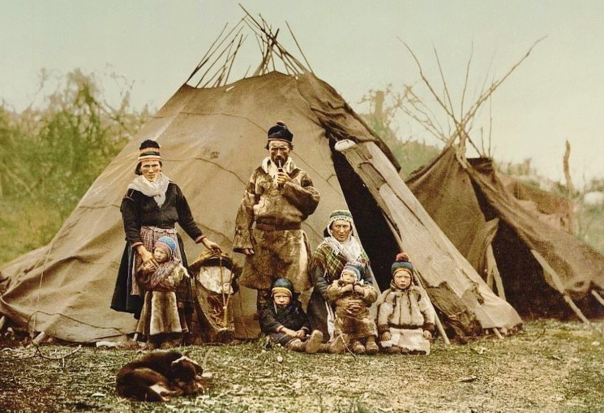 A Sami family in Norway around 1900 (public domain image)