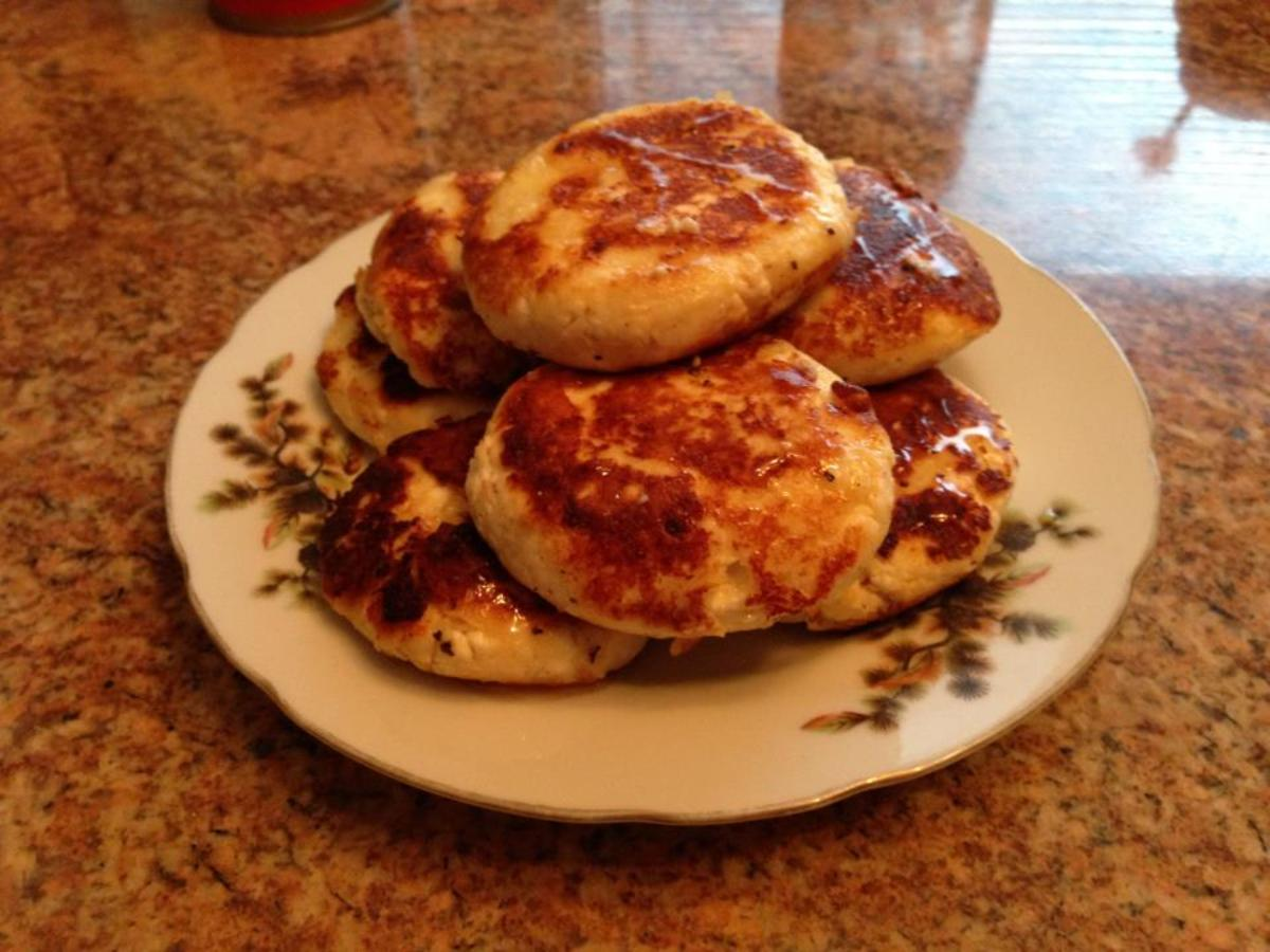 Russian Breakfast Recipes: Syrniki (Farmer Cheese Patties)