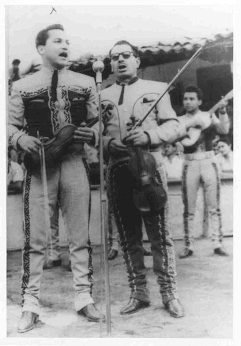 Silvestre Vargas on the right and his Mariachi Vargas band in the 1950s.