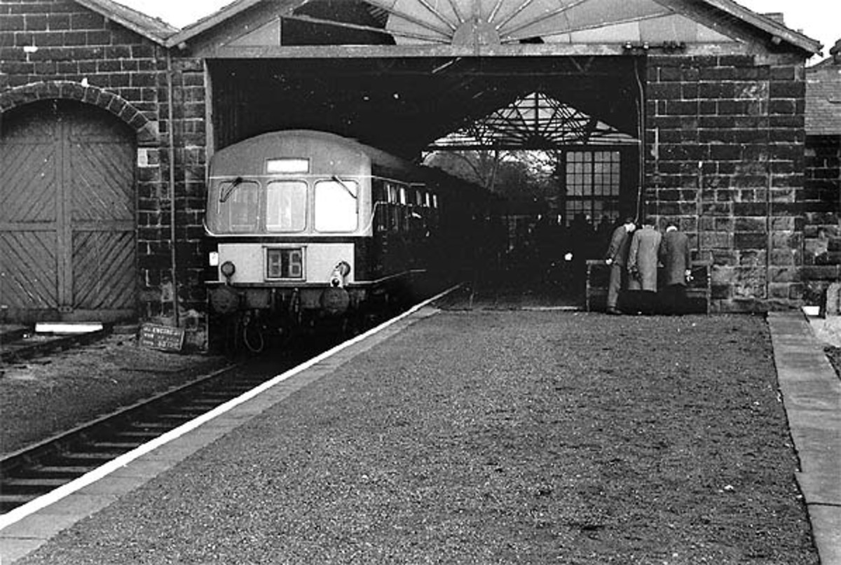 The Metro-Cammell diesel multiple units were introduced in the region from the mid-1950s, originally with 'speed whiskers' at the driving ends. By the 1960s they were painted with yellow 'blocks' either side of a centrally positioned route indicator