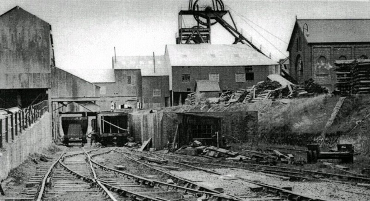 Lingdale Mine south-east of Boosbeck in 1960, what many ironstone mines in the area would have looked like. In another couple of decades this site would resemble Belmont now. All the mines in the area were worked out - all ironstone is imported now