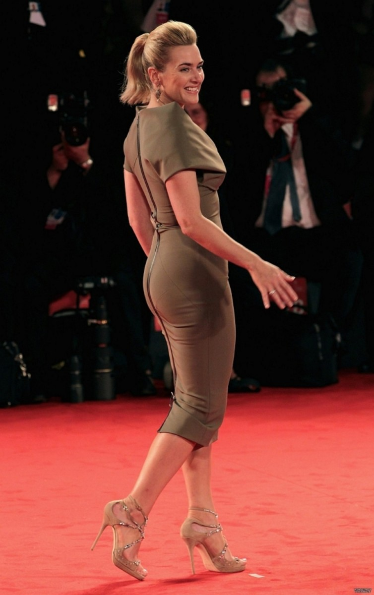 Kate Winslet curves and legs in a figure hugging dress at the 2011 Venice Film Festival. This is probably my favorite photo of her appearing on the red carpet. Love the pony tail.