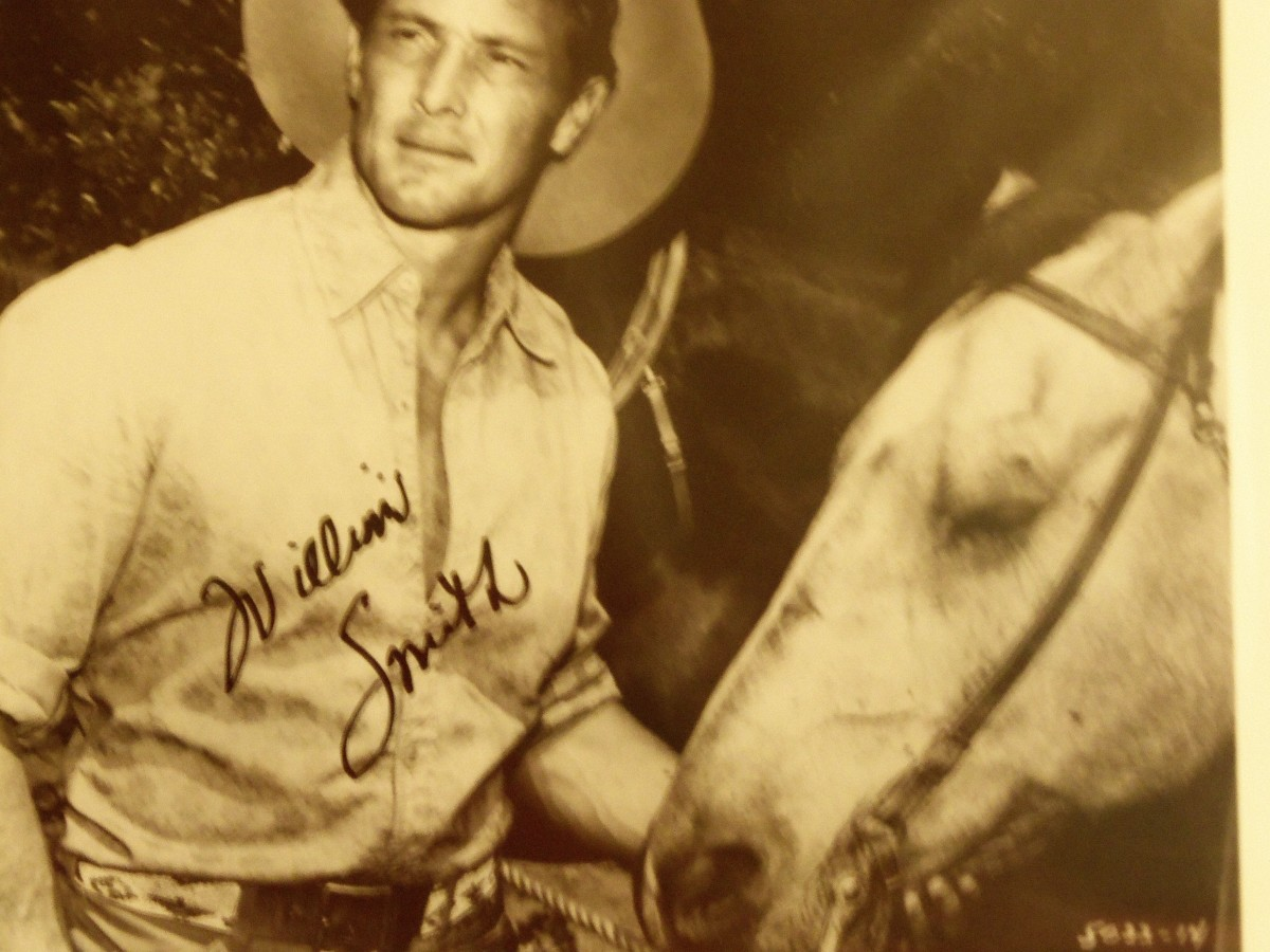 This William Smith autograph picture is another Ebay find. Smith starred in the classic western Laredo as well as co starred in many of the westerns of that era. 60s 70s was the time of great westerns.
