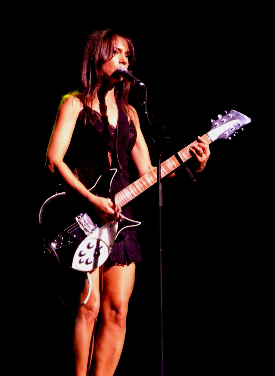 The beautiful Susanna Hoffs performing live in Sydney.