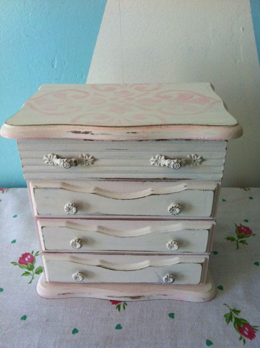 white and pink keepsake box