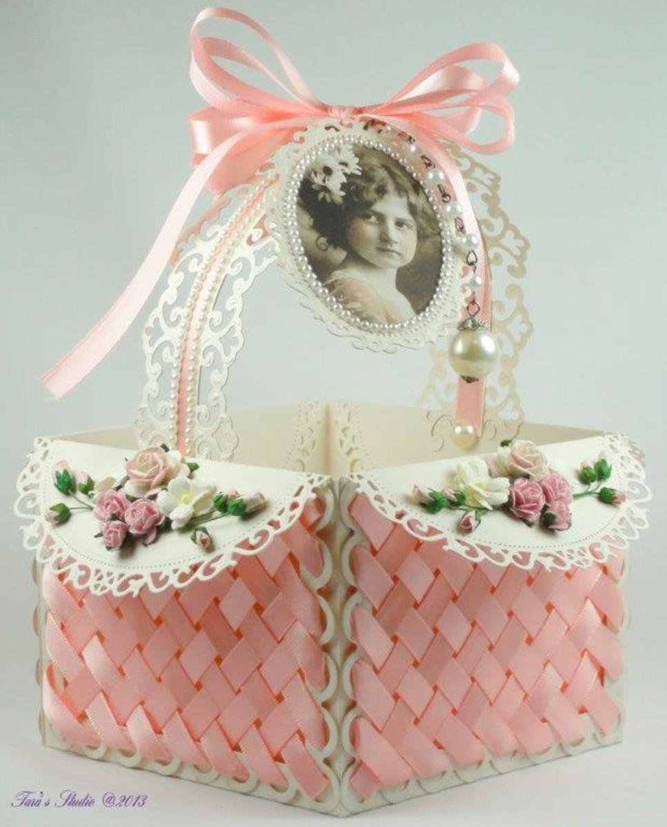 Ribbon and lattice basket