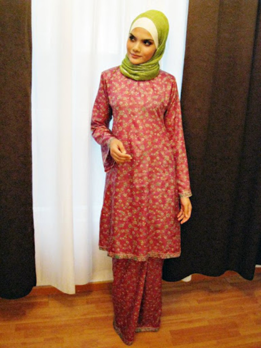 Musliam Malaysian woman in Baju kurung