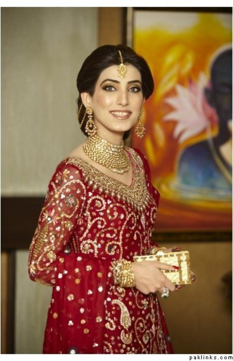 Pakistani Bride in Bridal Salwar Kameez in Red