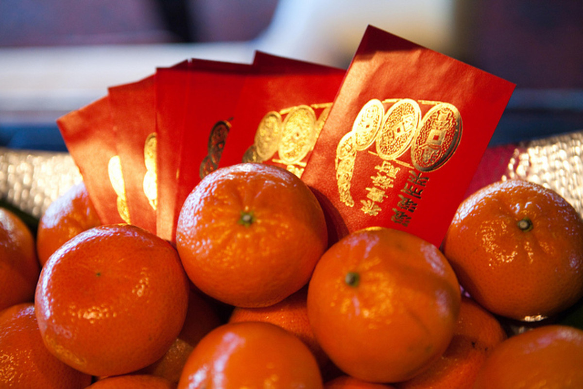 Together with mandarines red envelopes are an auspicious Chinese New Year symbol.