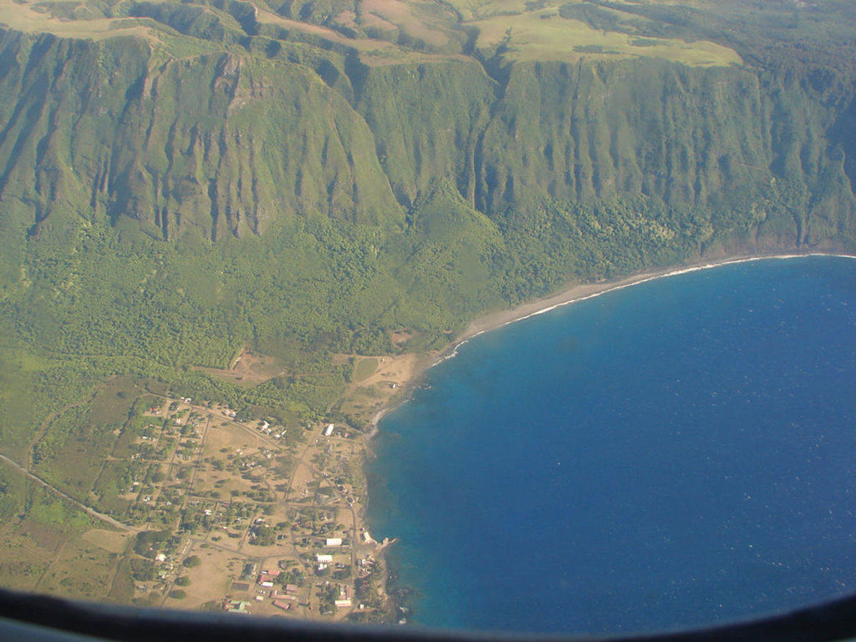 The Kalaupapa peninsula on the ʻback sideʻ of Molokaʻi is surrounded by inescapable ocean and sheer cliffs.