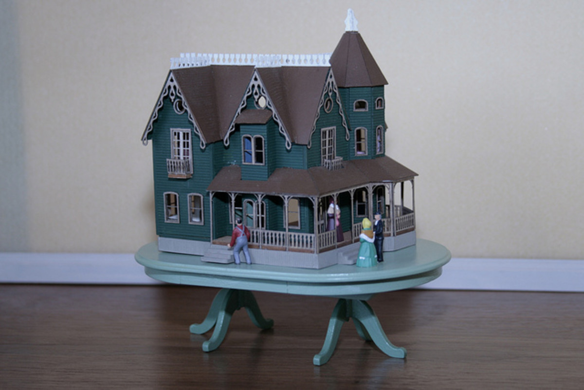 The Garfield Dollhouse, an enormous dollhouse from Greenleaf.