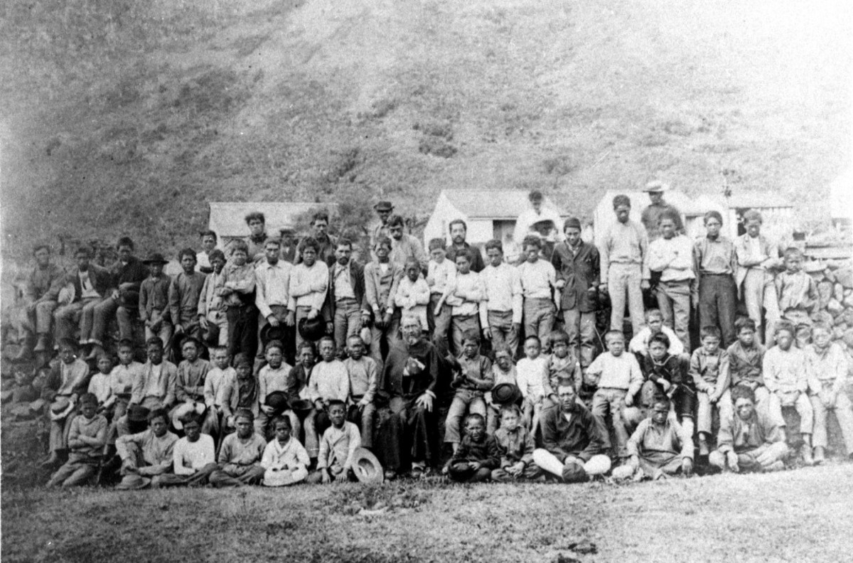 Father Damien with people of Kalaupapa.