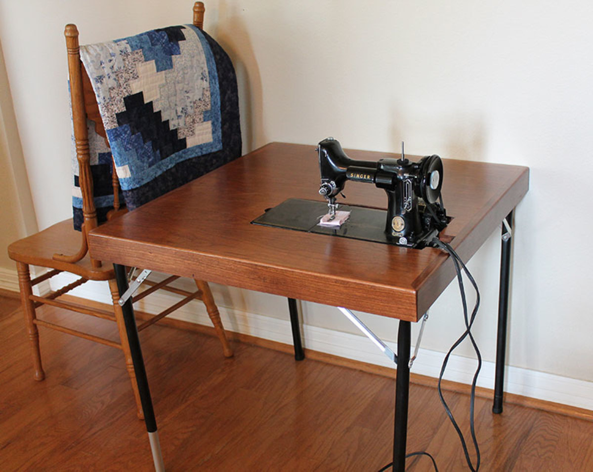 Singer 221-301 Featherweight reproduction folding card table