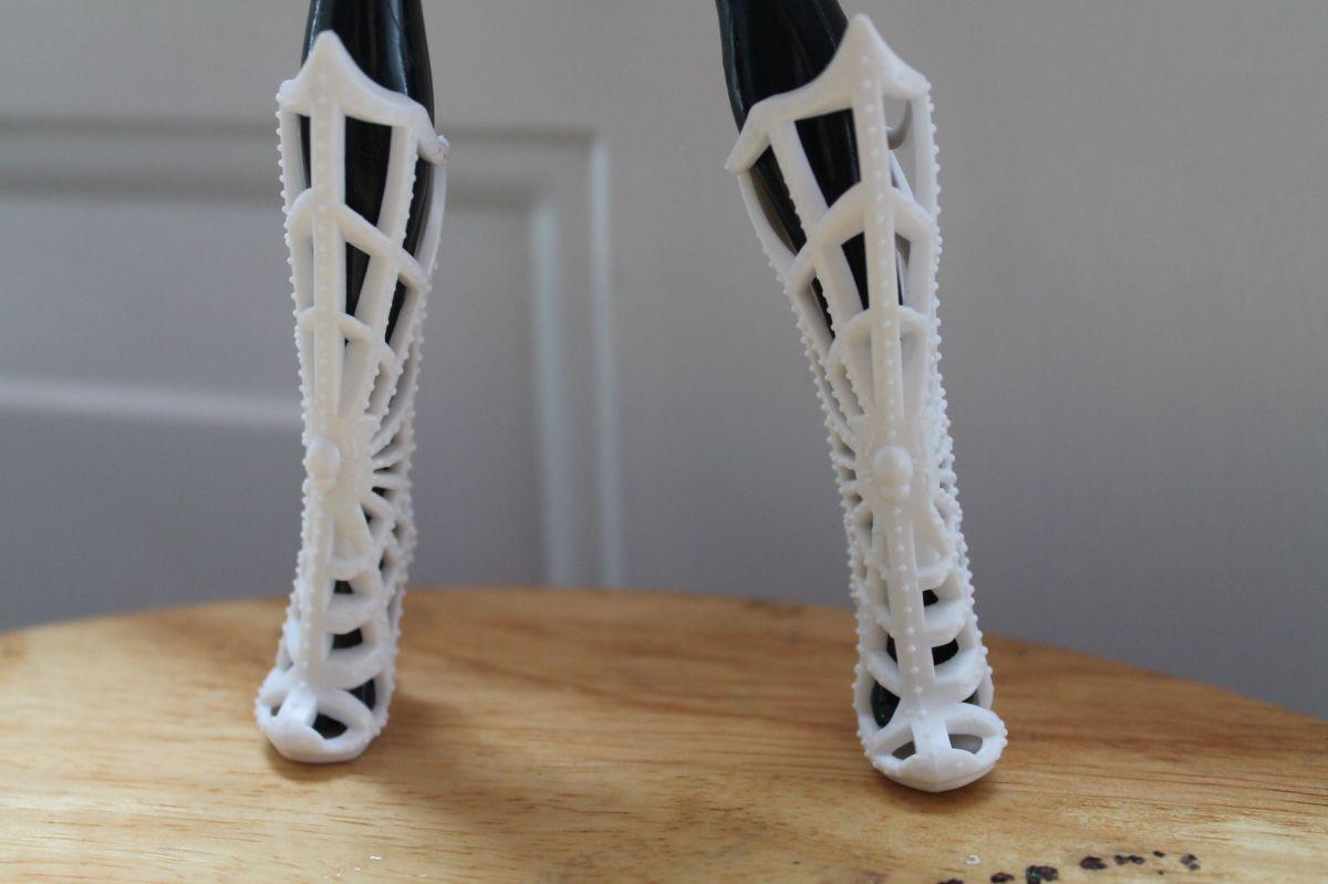 Pretty good replica of the Webarella costume shoes.