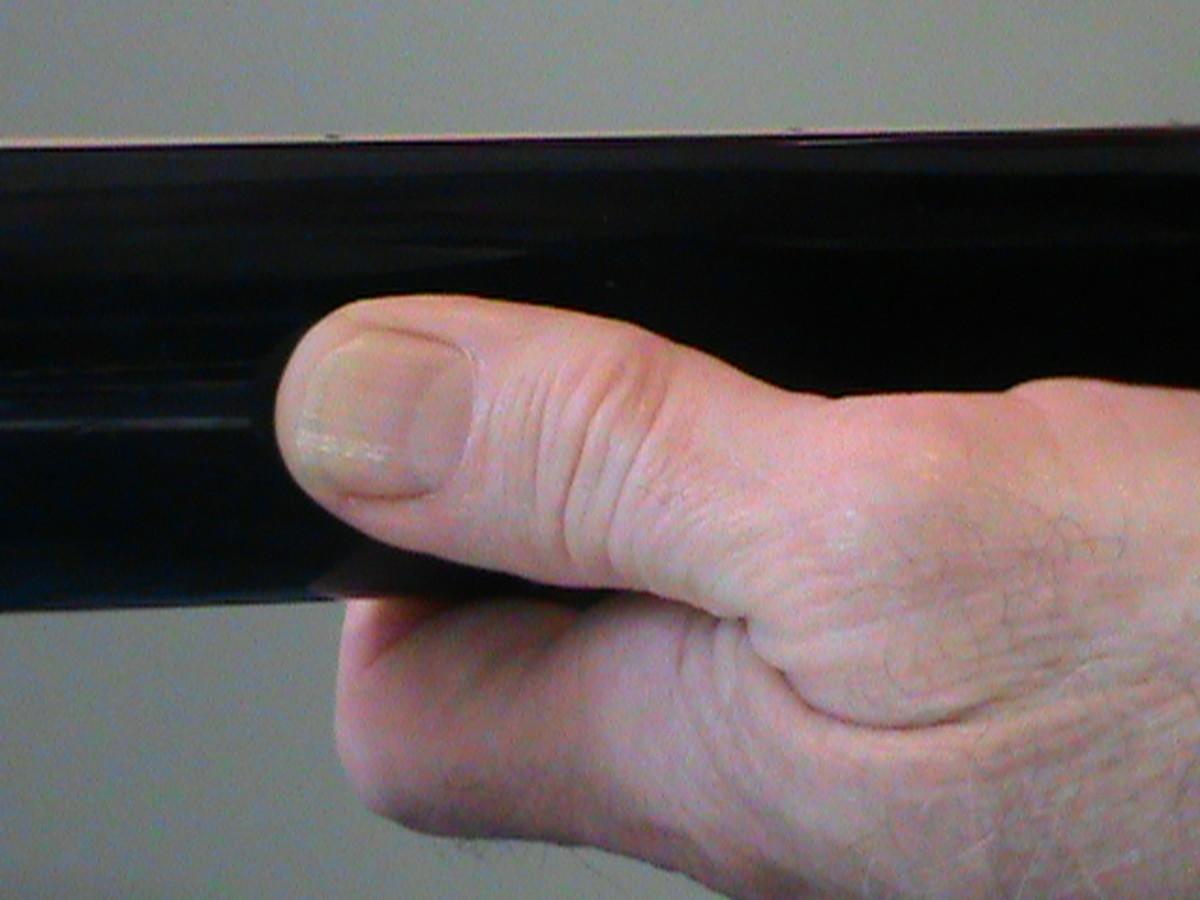 Wrong thumb position. Thumb aligned toward the headstock.