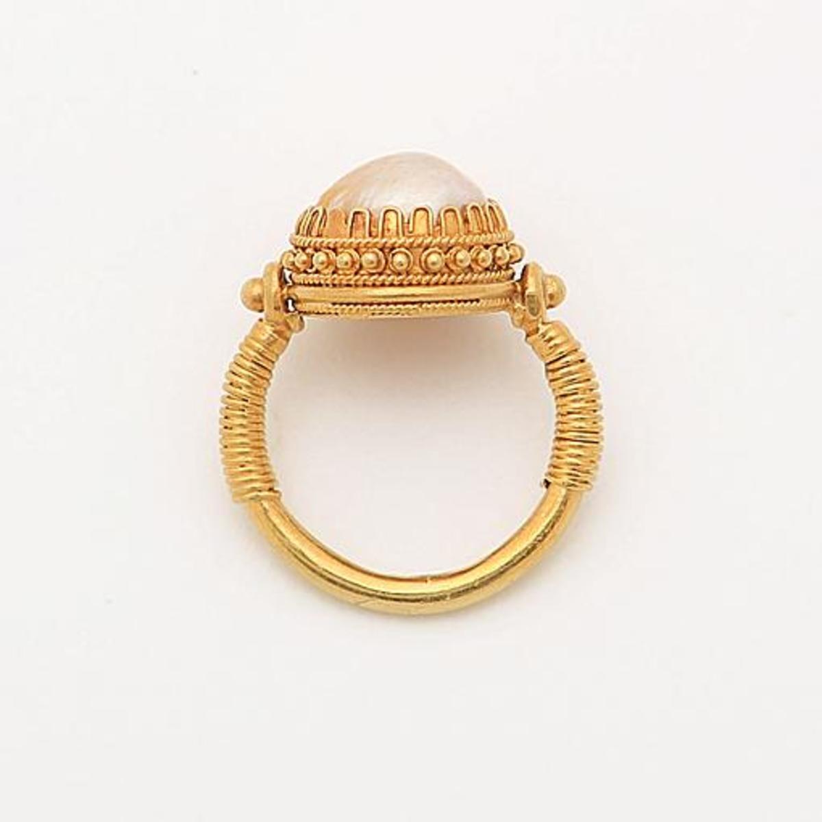 Castellani pearl ring