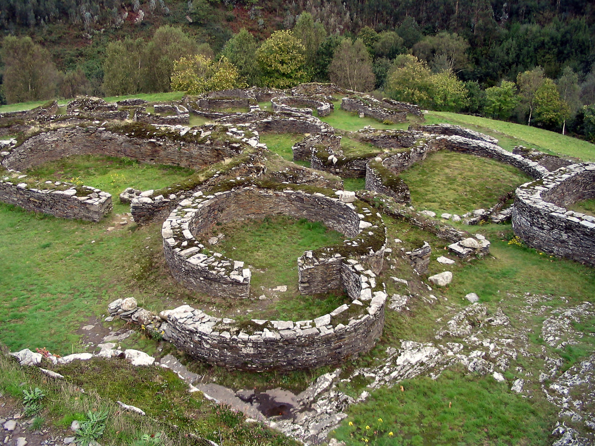 Archaeological castro and one of the few remaining ruins left from the Celts in the Iberian Peninsula.