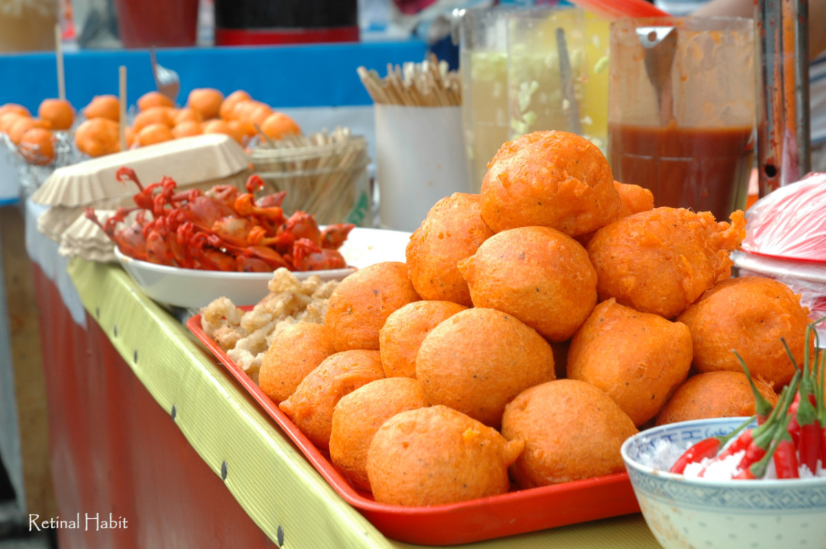 I've only recently discovered the glorious street food that is kwek kwek. It is heavenly. :)