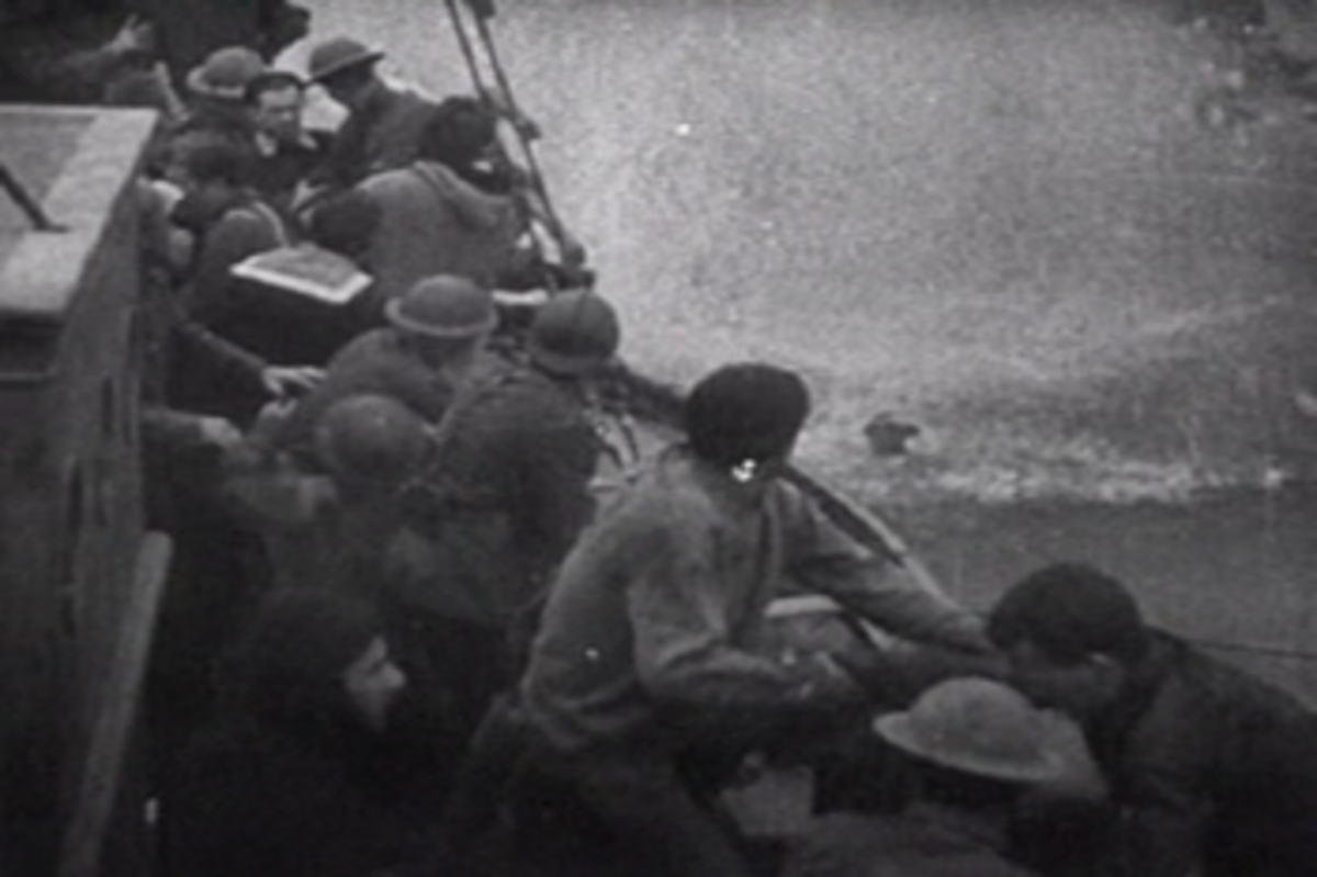 Taking aboard soldiers at Dunkirk