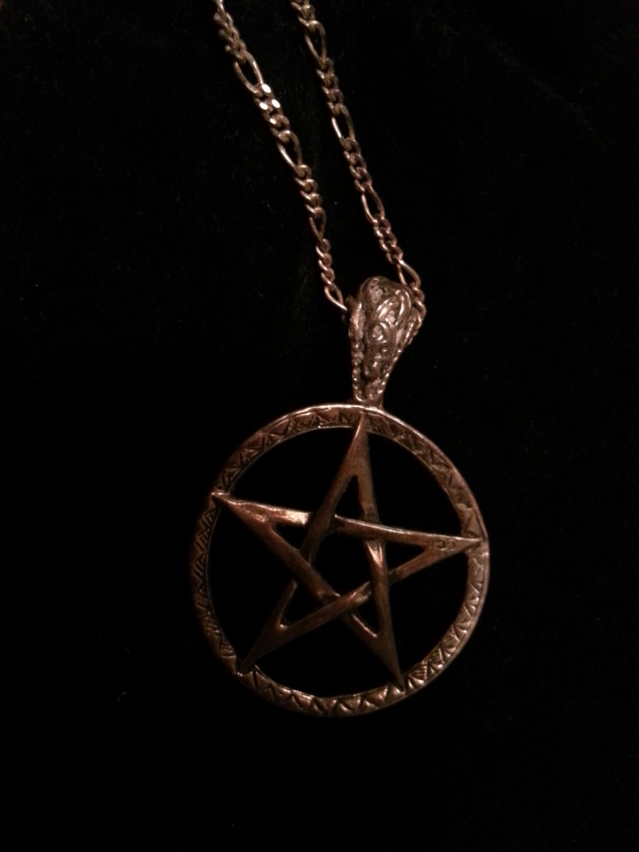 Five-Sided Upright Pentagram (represents Earth, Air, Fire, Water and Spirit)