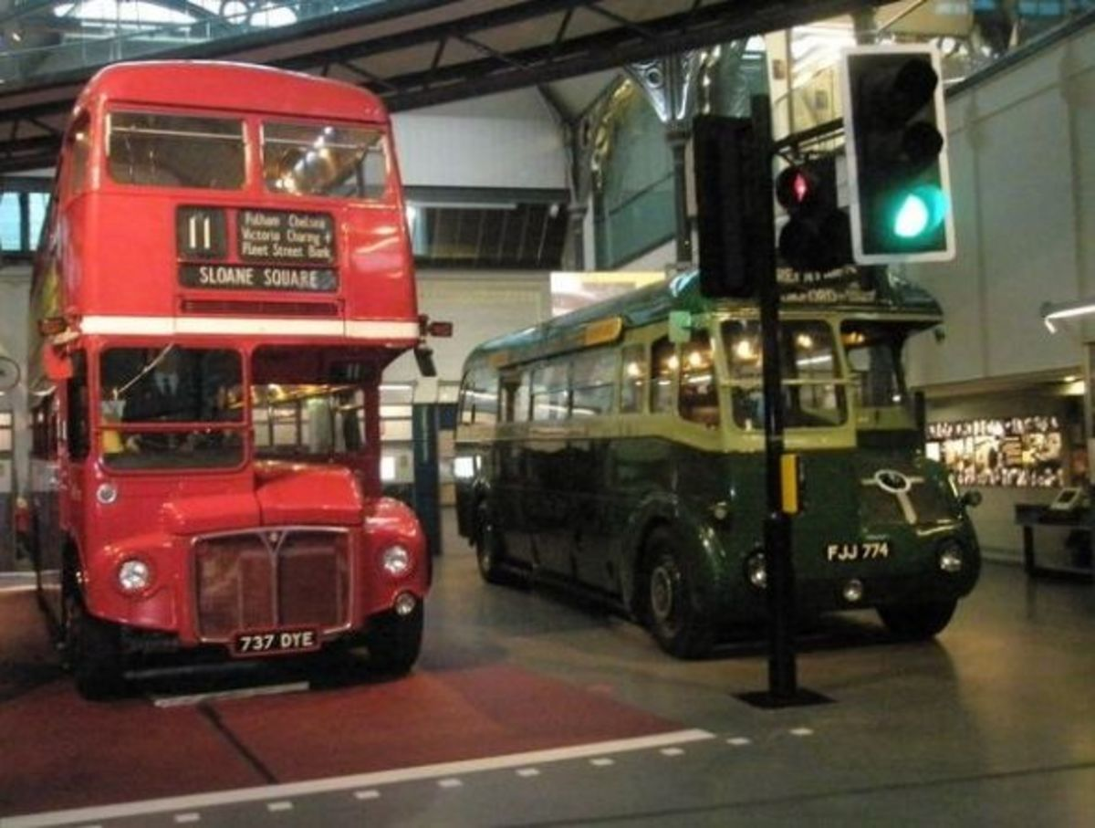 Routemaster next to a smart Greenline. (The Greenlines ran from the city to the country)