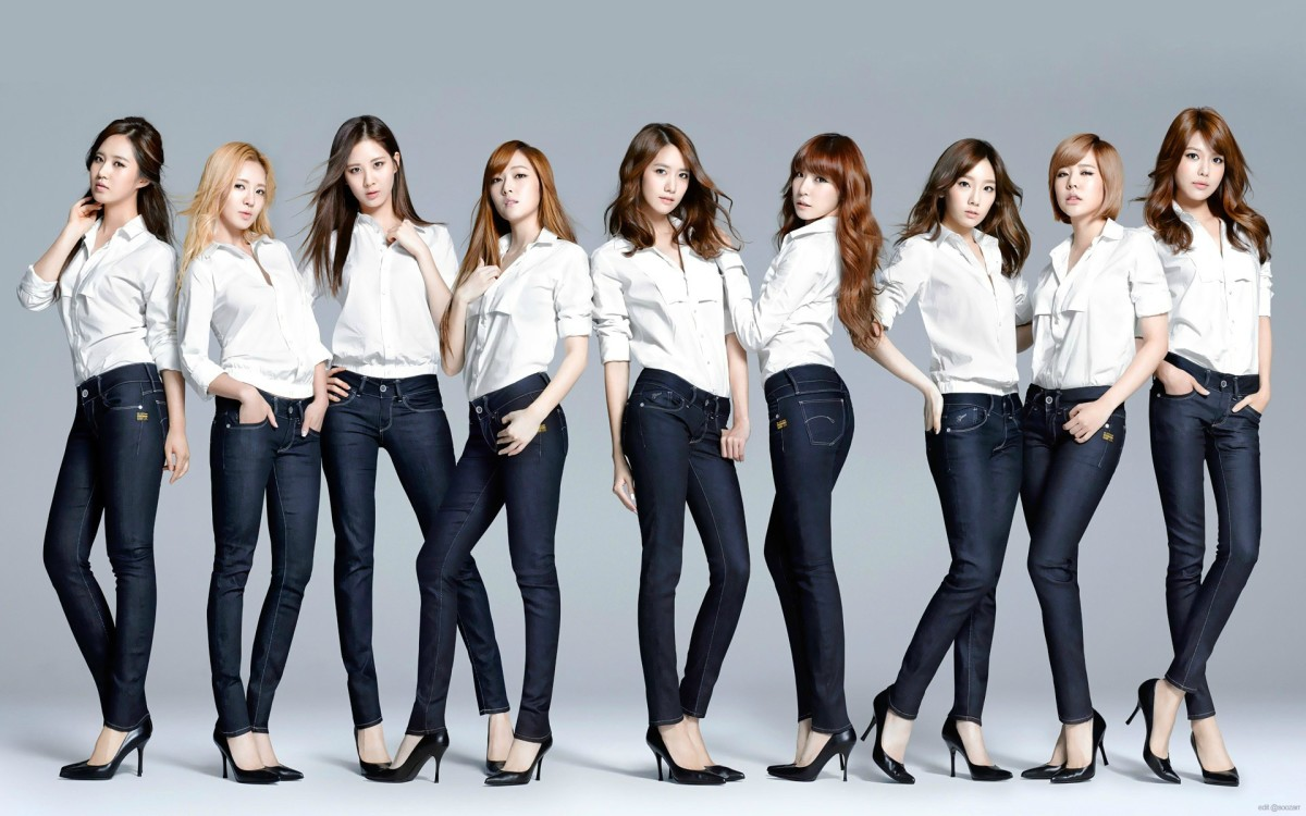 The original 9-member Girl's Generation group