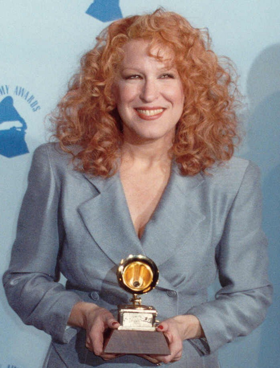 Bette Midler takes home a Grammy for Best Female Pop Performance with Wind Beneath My Wings.