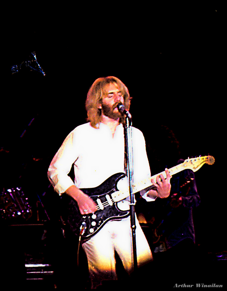 Andrew Gold in concert. Andrew wrote and recorded Thank You for Being a Friend.
