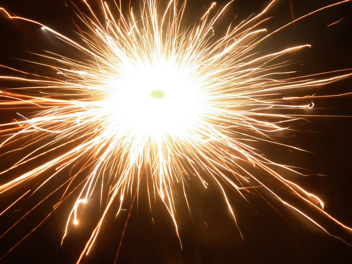 Photo of Diwali fireworks - Chakra : Image from Wikimedia Commons Image